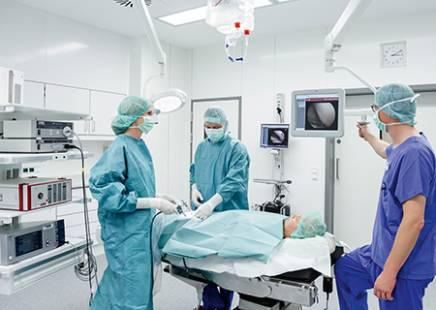 Die Raumaustattung Rampf hat auch in der Urologie-Abteilung der Stadtklinik Augsburg einen fugenlosen Wand- und Bodenbelag installiert.